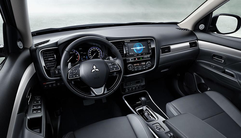 Kabina Mitsubishi Outlander
